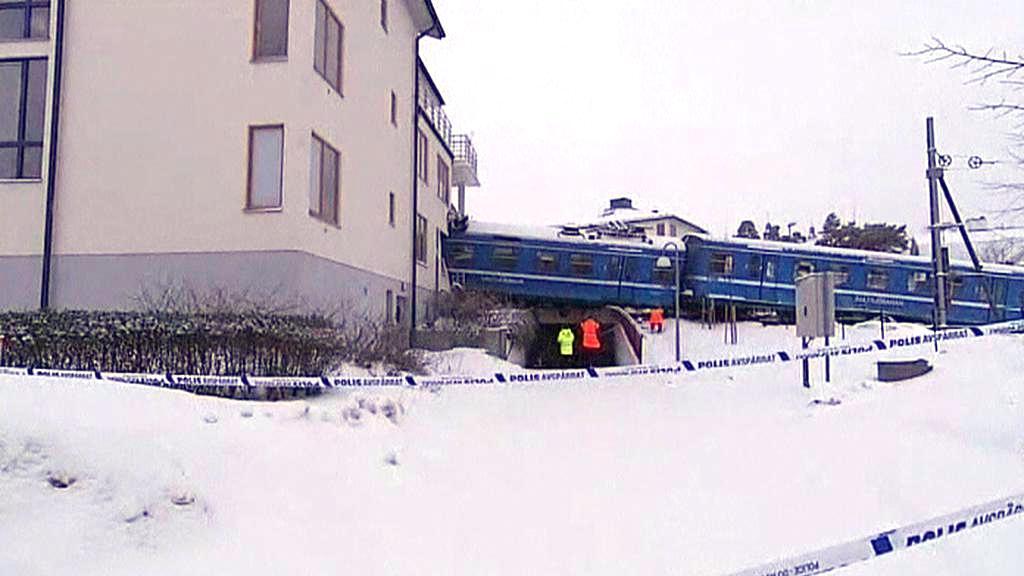 Švédská uklízečka nabourala vlakem do domu