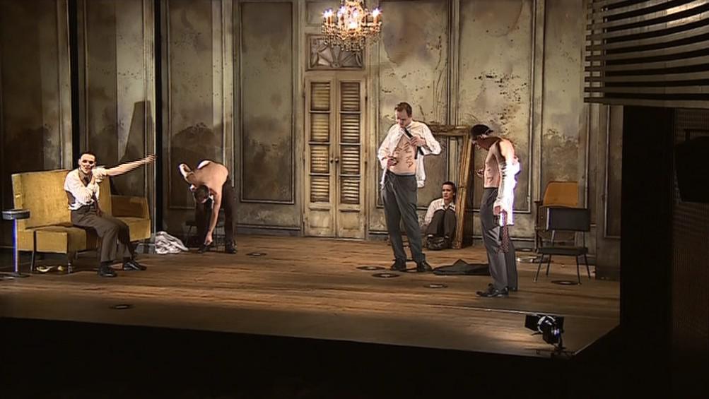 Scéna z divadelní hry Zlatá šedesátá