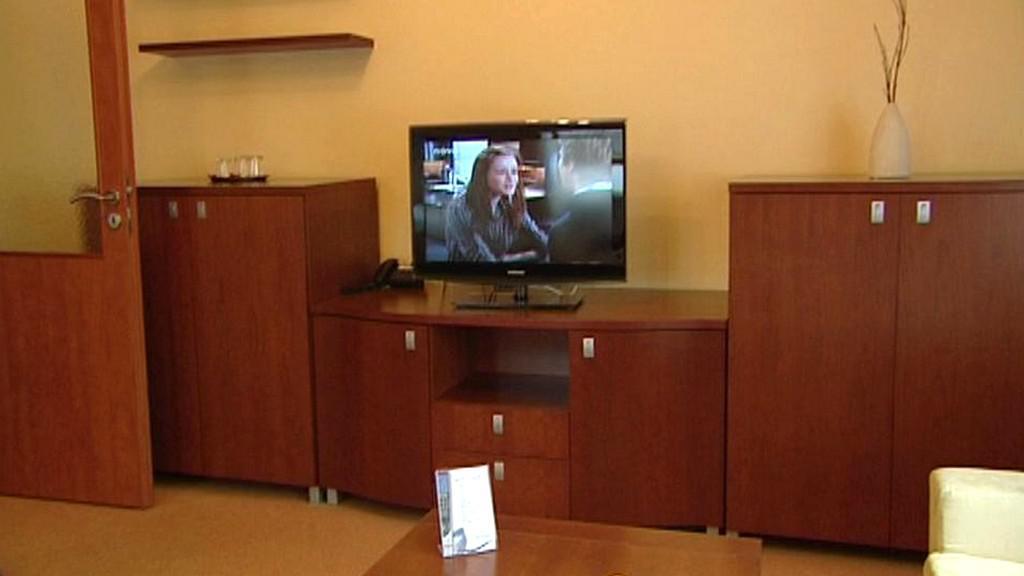Lázeňský pokoj vybavený televizí