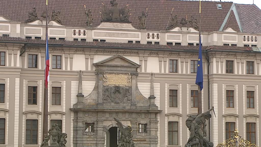 Vlajka EU vlaje na Hradě