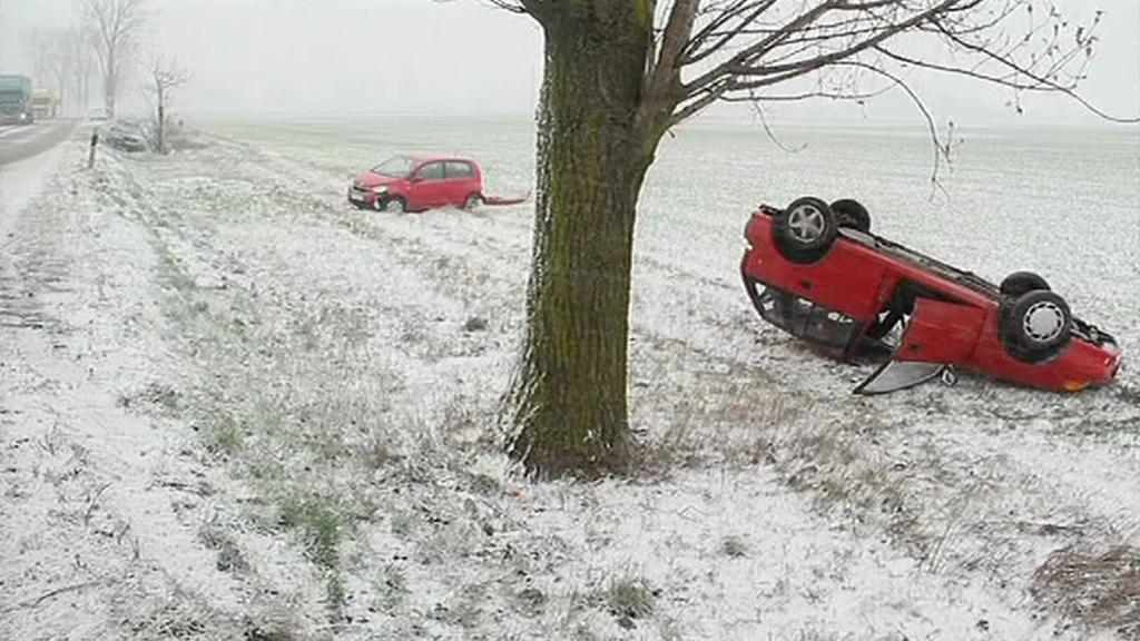 Zimní počasí způsobilo řadu dopravních nehod