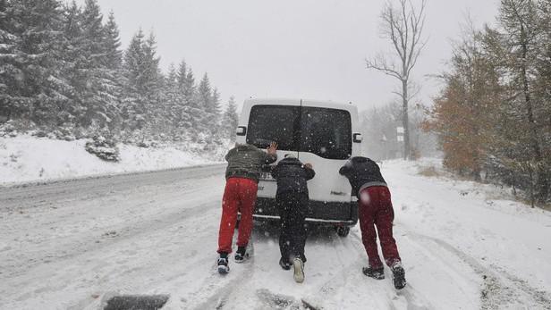 Sněžení komplikuje dopravu