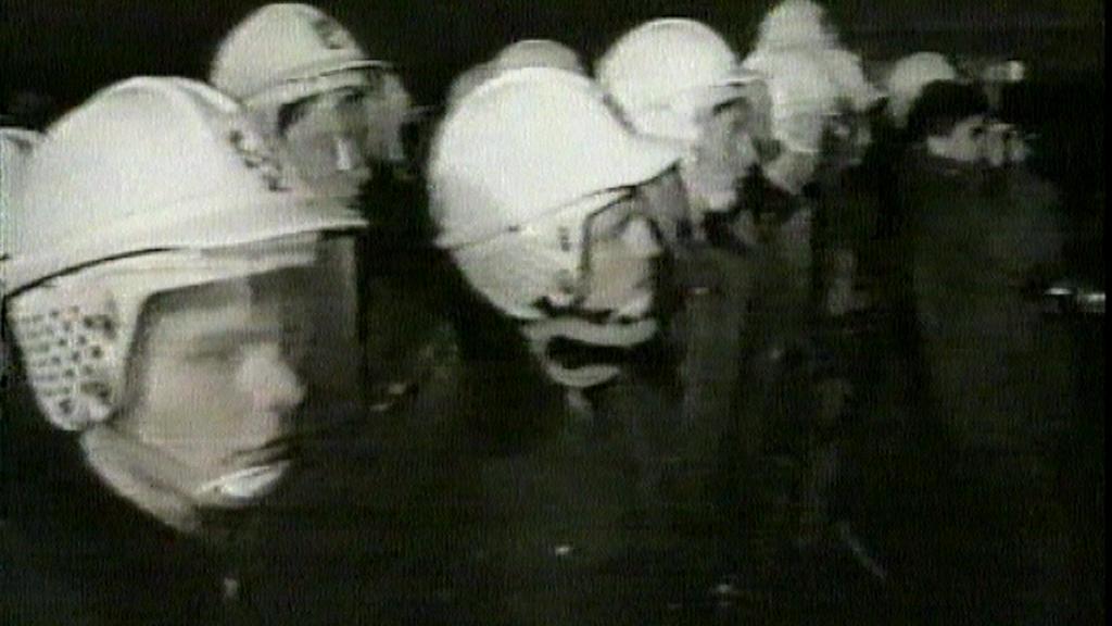 Policisté při zásahu na Národní třídě