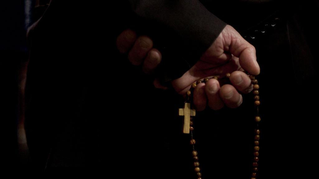 Věřící v Jeruzalémě na velikonoční bohoslužbě