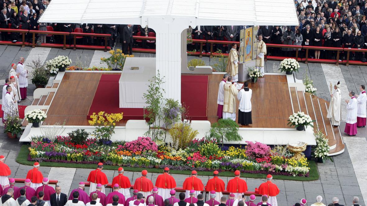 František slouží velikonoční mši