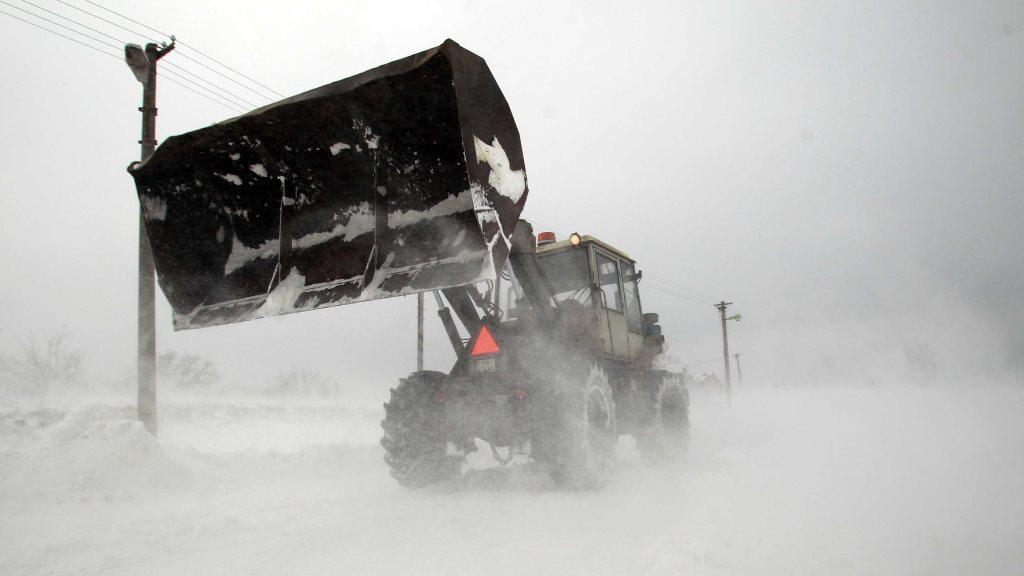 Sníh zasypal silnice na Slovensku