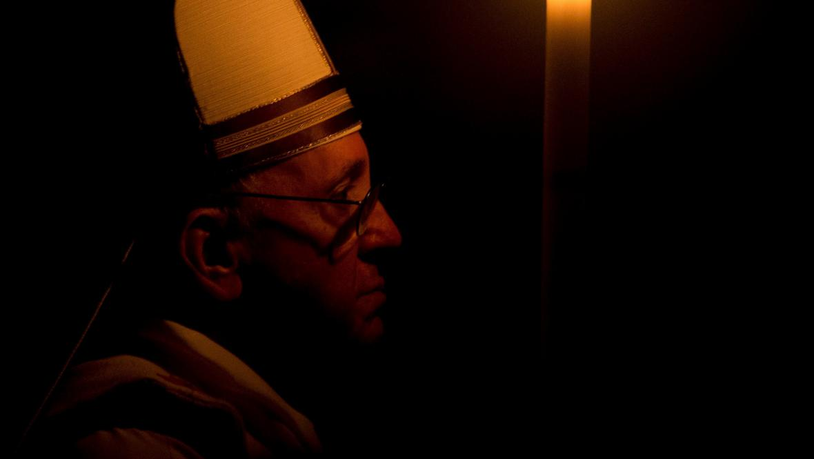 Papež František při vigilii