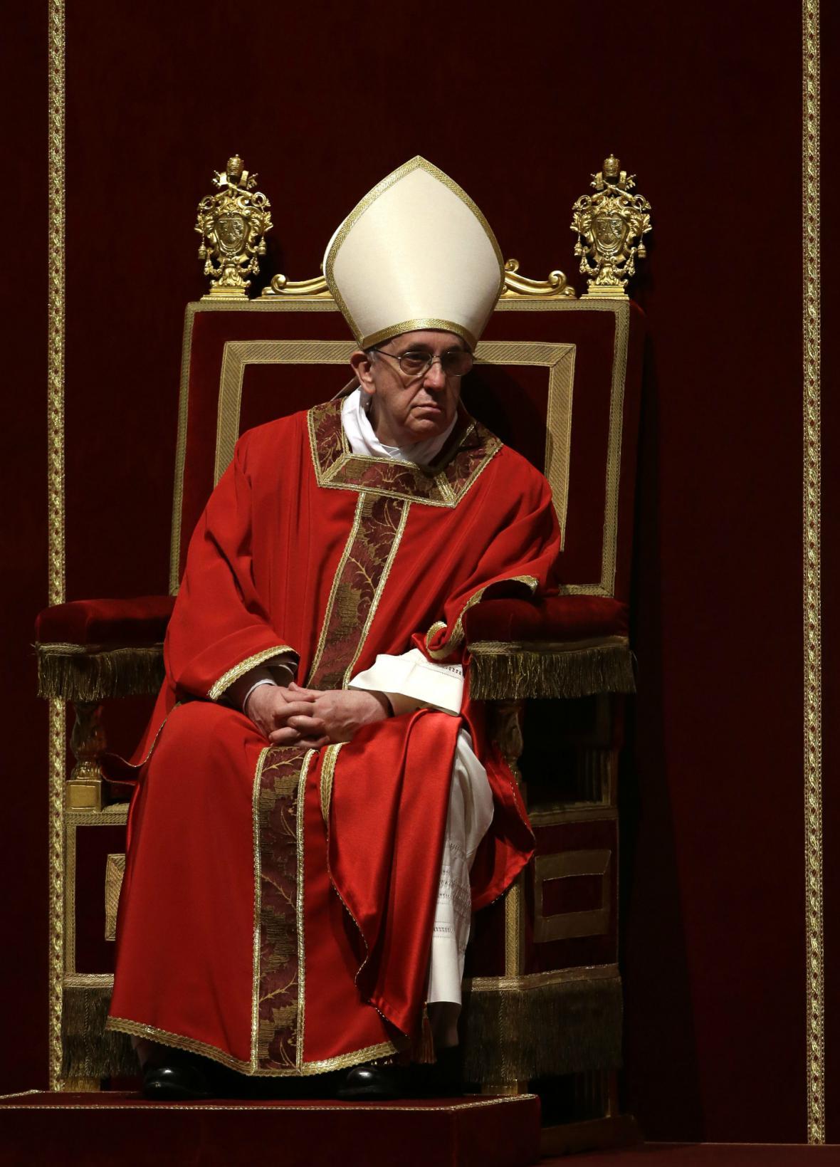 František vede velkopáteční liturgii