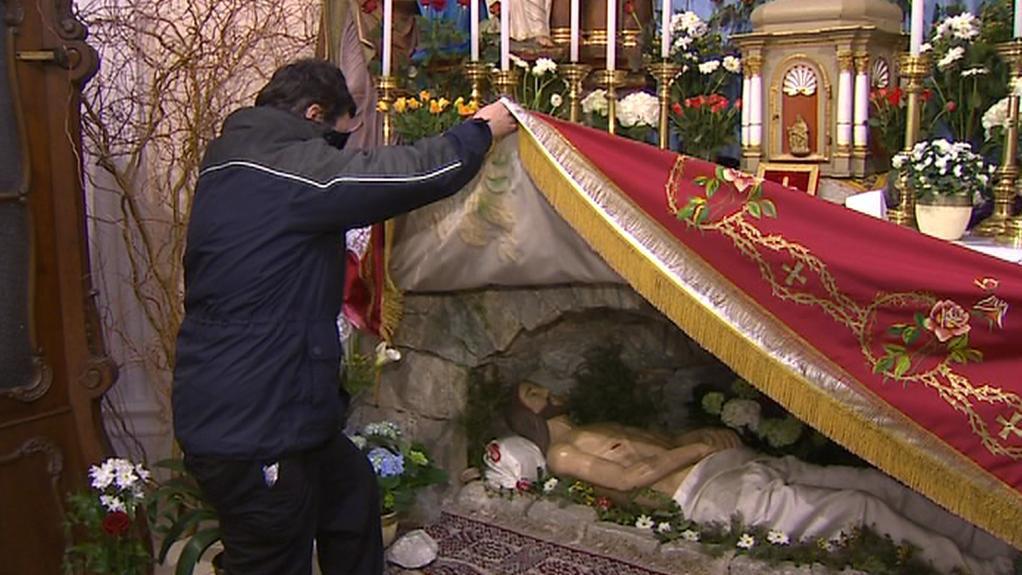 Boží hrob pod oltářem