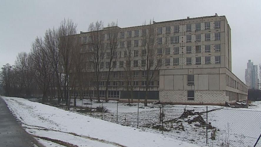 Rozestavěná železniční poliklinika v Brně