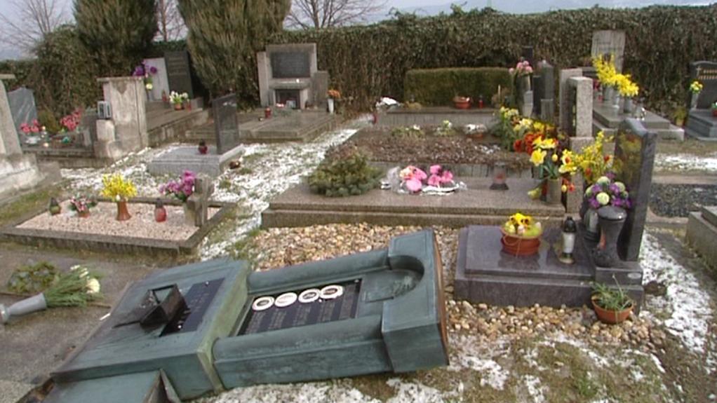 Hřbitov v Ronově nad Dobravou