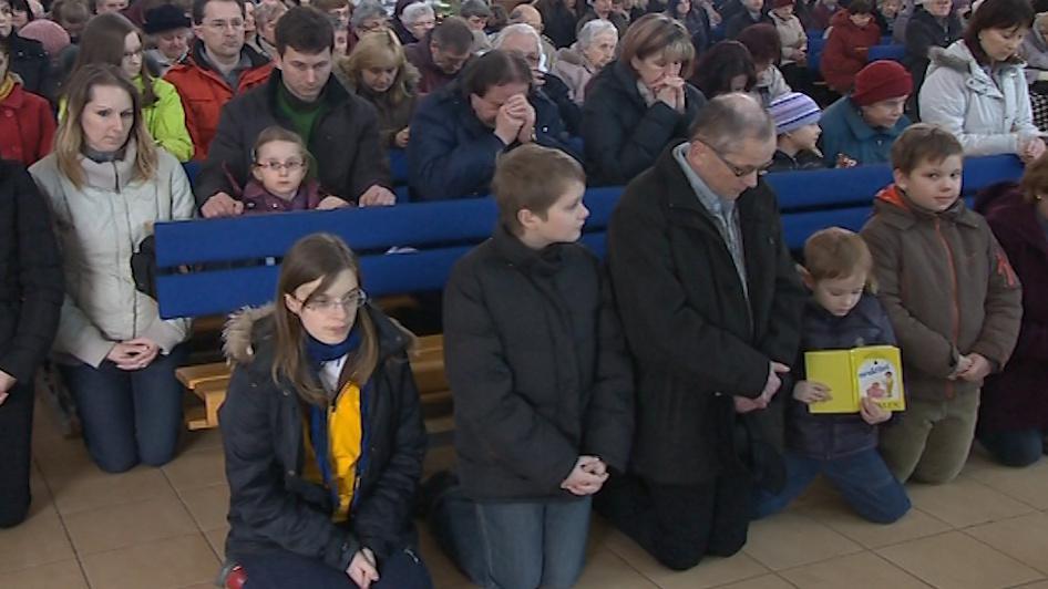 Návštěvníci velkopátečního obřadu ve Zlíně