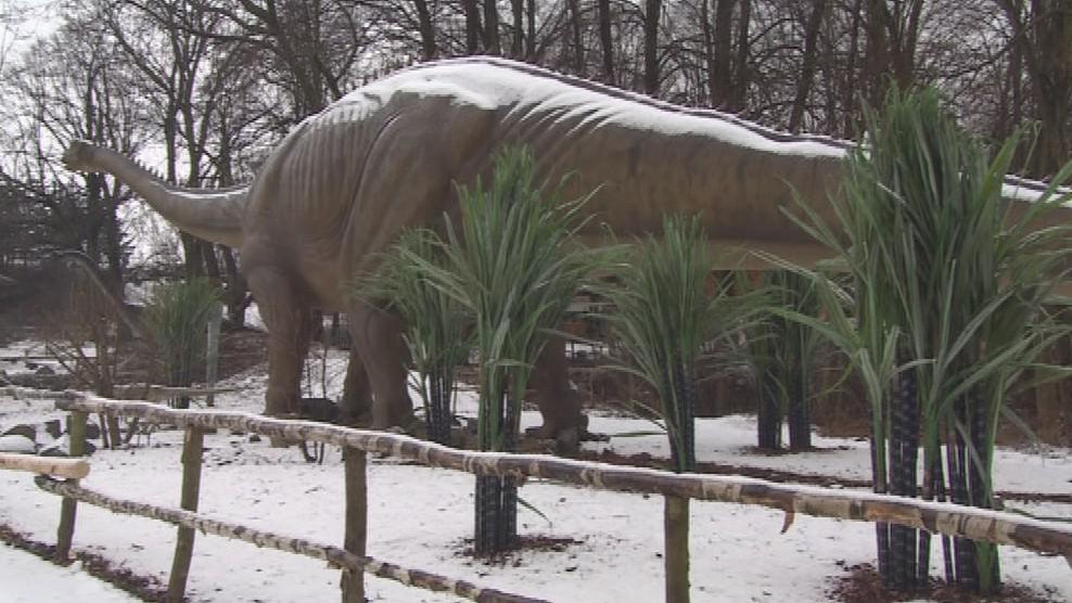 Zasněžení dinosauři ve vyškovském dinoparku