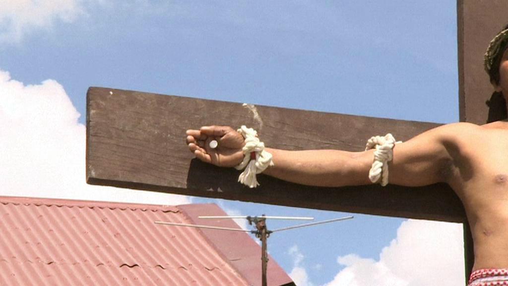 Velikonoční rituál ukřižování na Filipínách