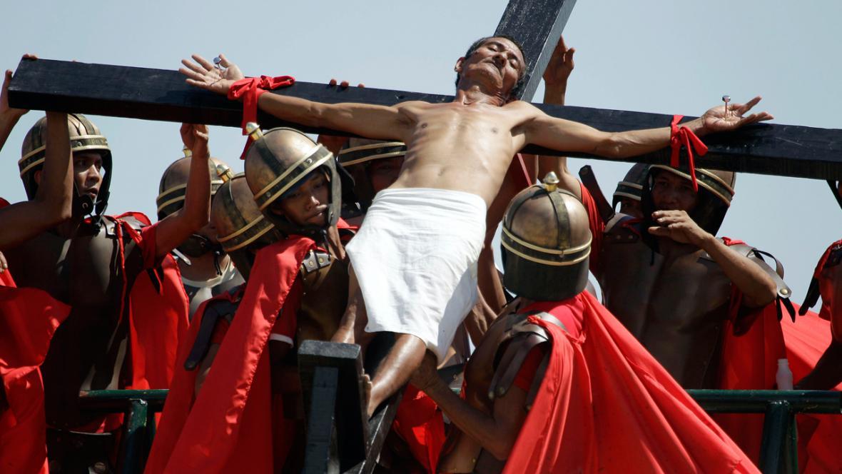 Velikonoční rituál ukřižování ve filipínském Cutudu