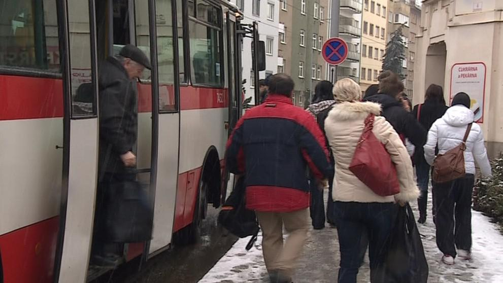 Dopravní podnik pro cestující vypravil náhradní autobusy
