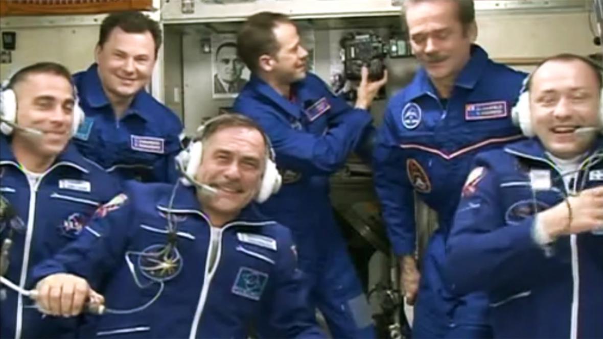 Setkání posádek Sojuzu a ISS