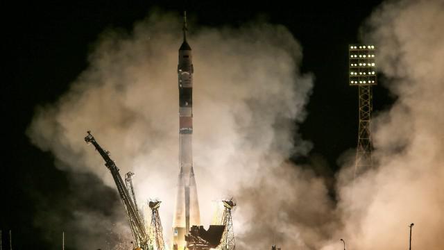 Start rakety nesoucí kosmickou loď Sojuz