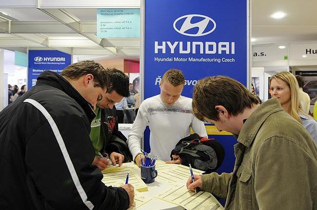 Zaměstnanci automobilky Hyundai