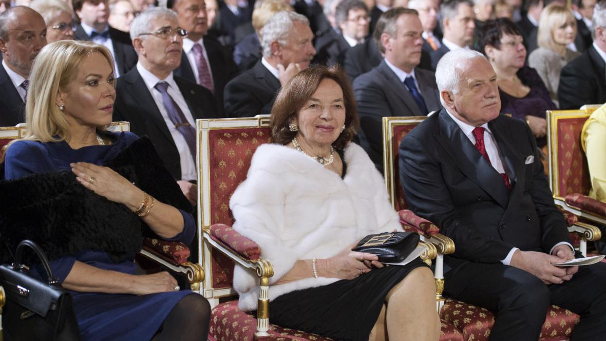 Dagmar Havlová, Livia Klausová a Václav Klaus na inauguraci