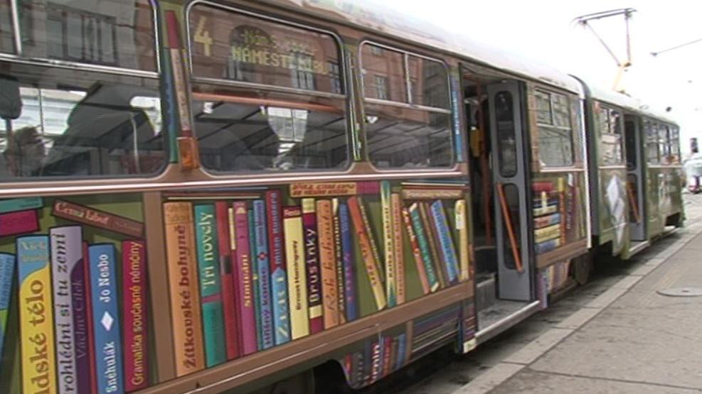 Tramvaj plná knih
