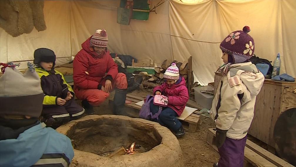 Do týpí se děti v zimě chodí ohřát