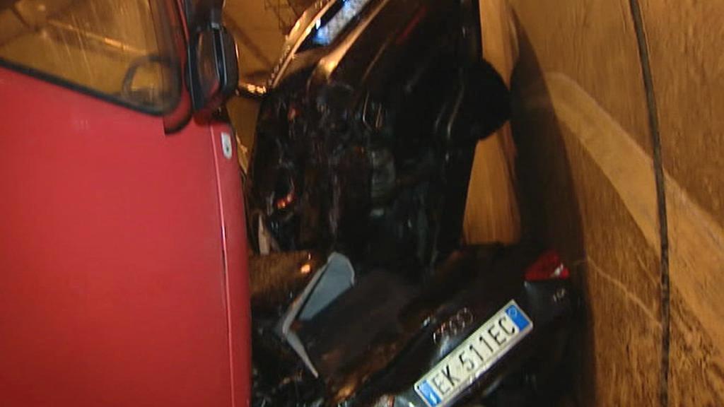 Nehoda v rakouském tunelu Herzogberg