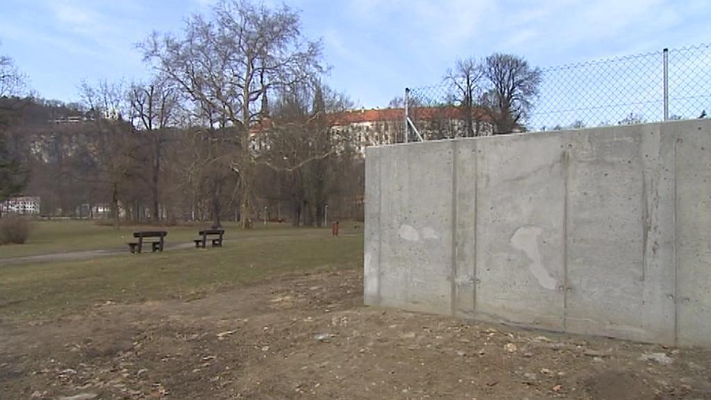 Protipovodňová zeď v Děčíně
