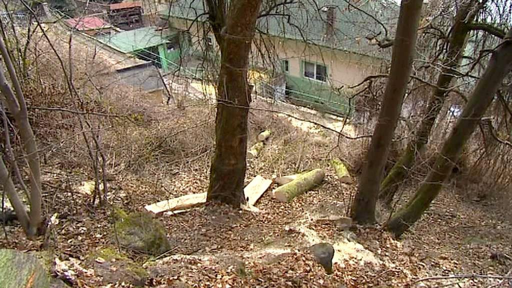 Domy ohrožené sesuvem skály