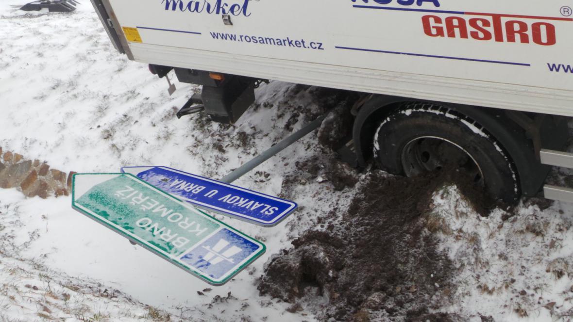 Nehoda nákladního auta v Rousínově