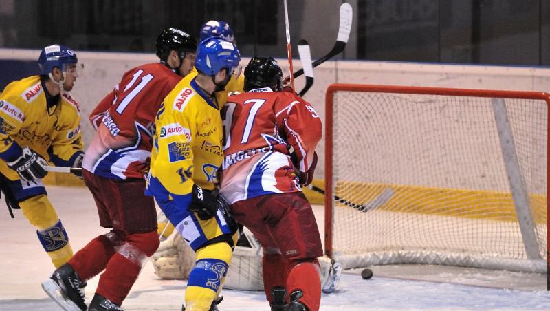 Hokejisté Olomouce se tlačí před bránu