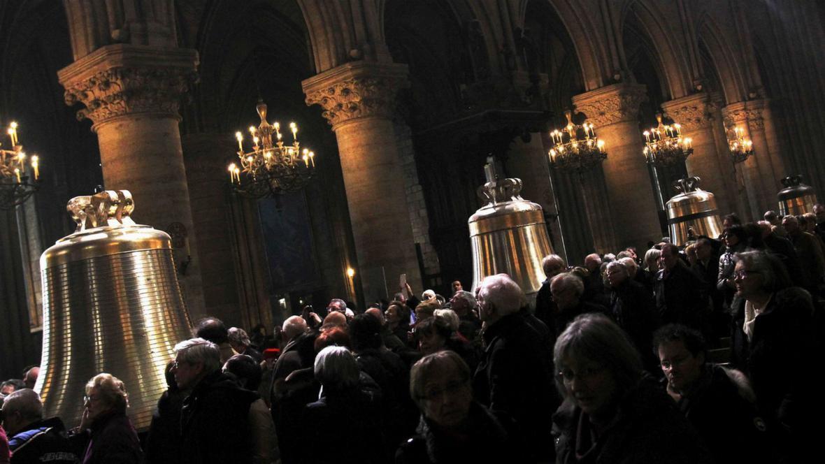 Pařížská Notre-Dame má nové zvony