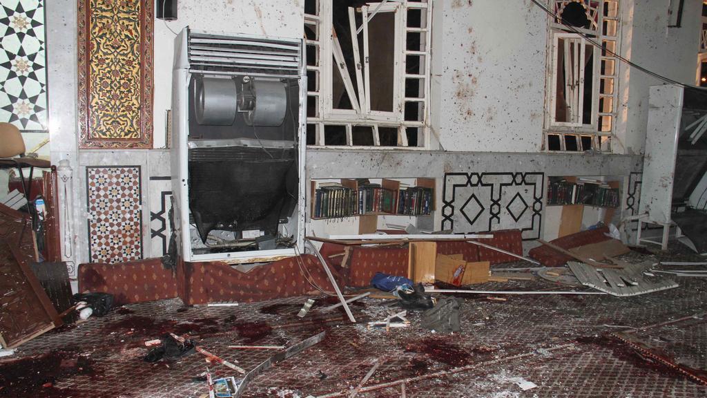 Následky výbuchu u mešity v Damašku
