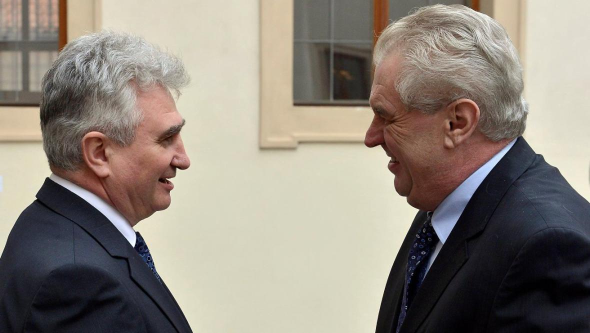 Milan Štěch vítá Miloše Zemana v Senátu