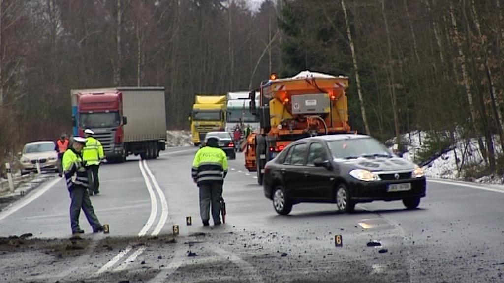 Nehoda kamionu zablokovala dopravu mezi Chebem a Mariánskými Lázněmi