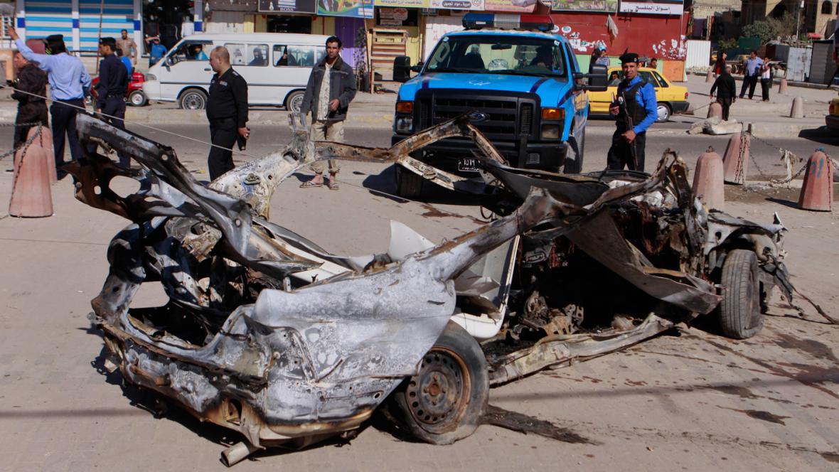 Následky pumového útoku v Bagdádu 19. března 2013