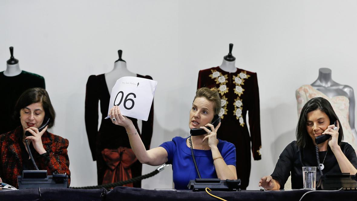 Aukce šatů pricezny Diany