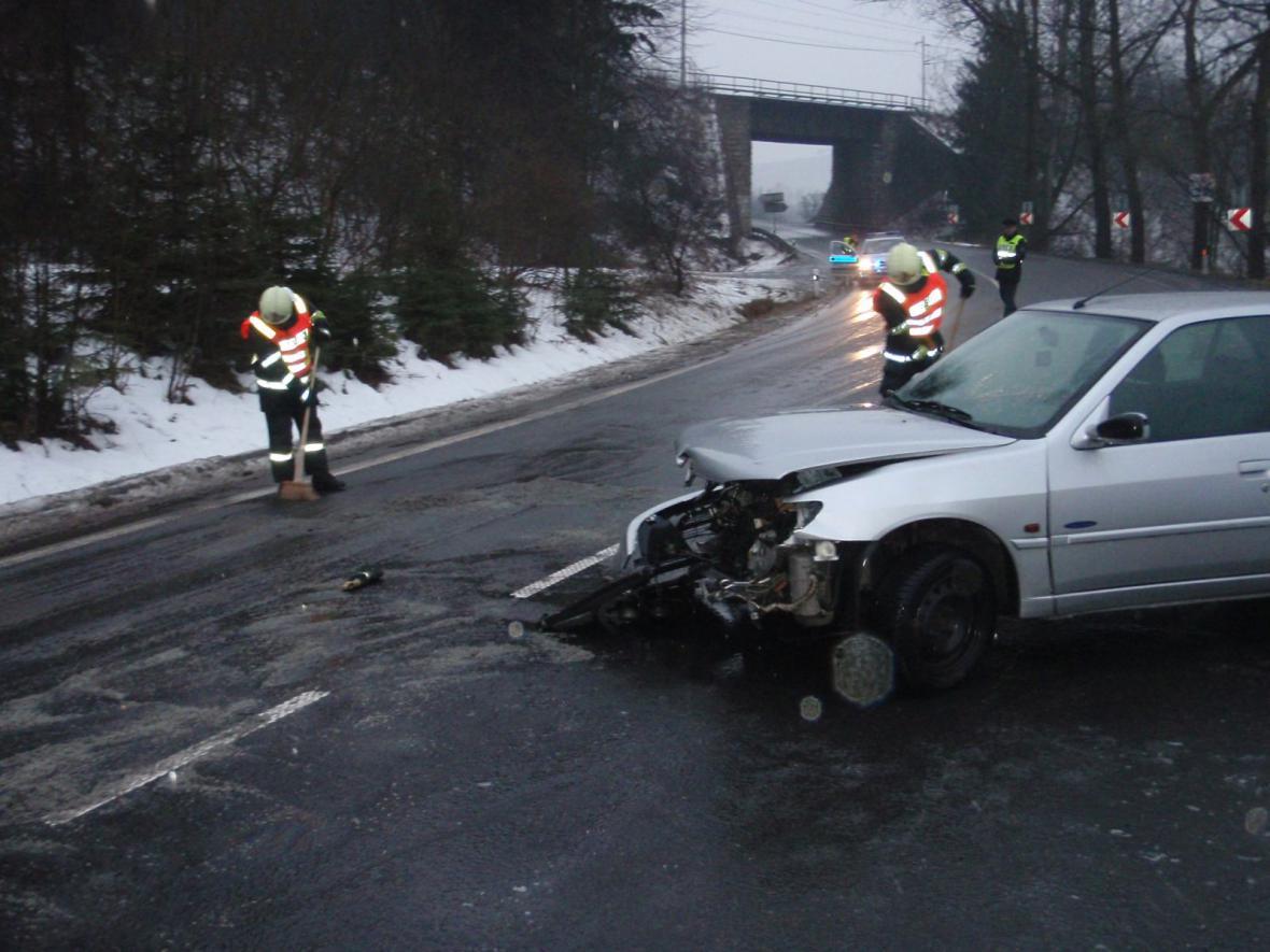 Auto havarovalo na náledí