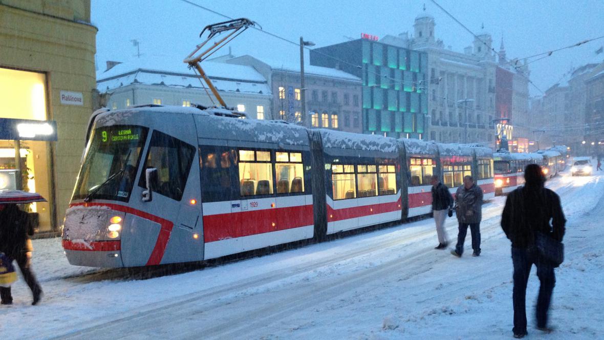 Dopravní kolaps na náměstí Svobody v Brně