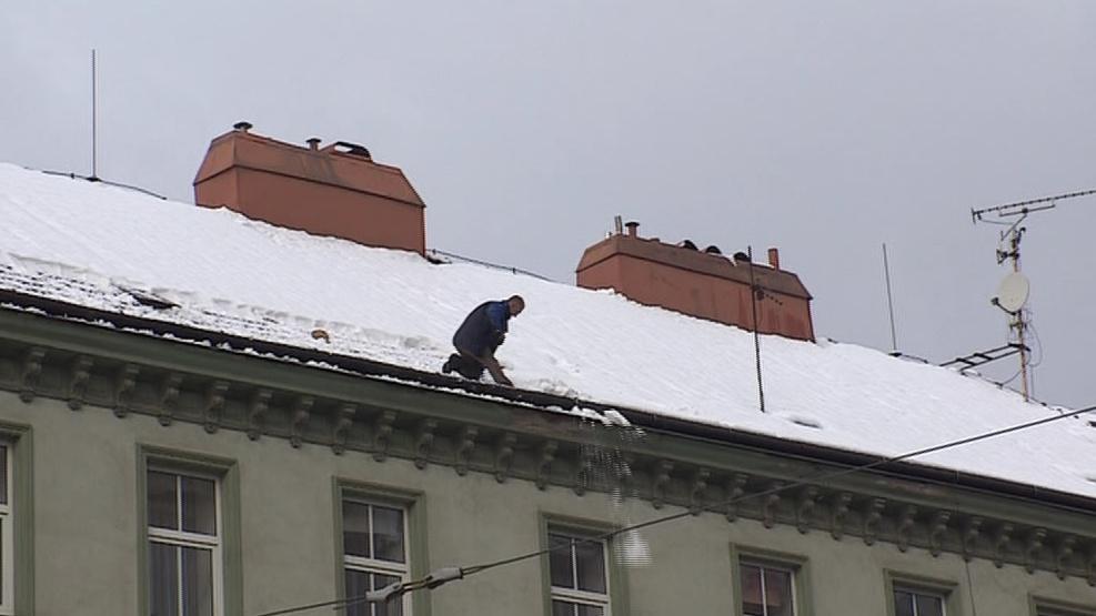 Sníh ohrožuje chodce