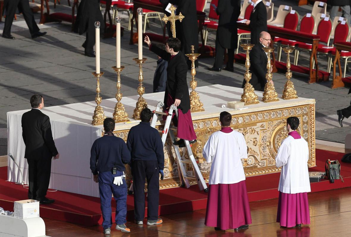 Přípravy na inauguraci papeže Františka