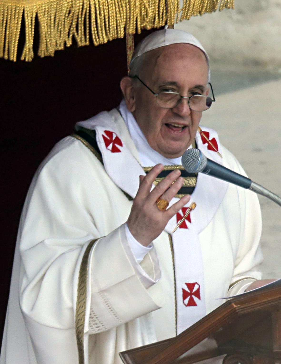 František celebruje svou inaugurační mši