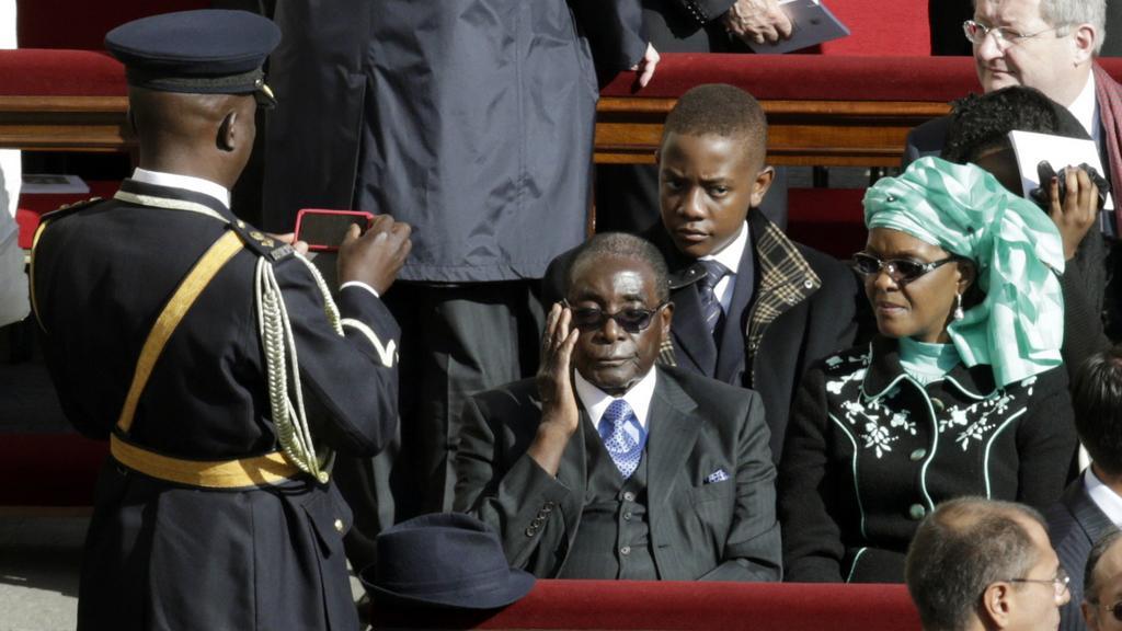 Robert Mugabe na nauguraci Františka