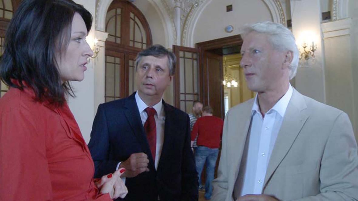 Tisková mluvčí Jana Víšková, Jan Fischer, Ladislav Špaček