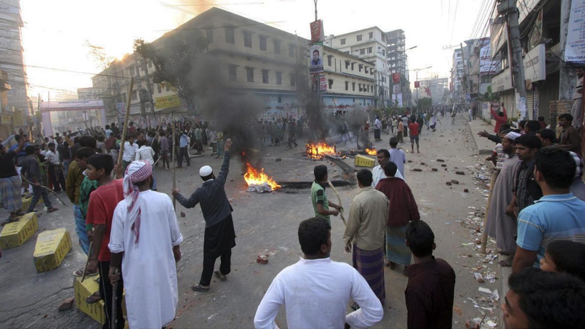 Střety v Dháce
