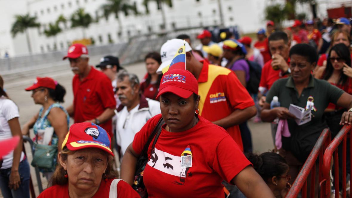 Chávezovi příznivci ho chtějí naposledy vidět