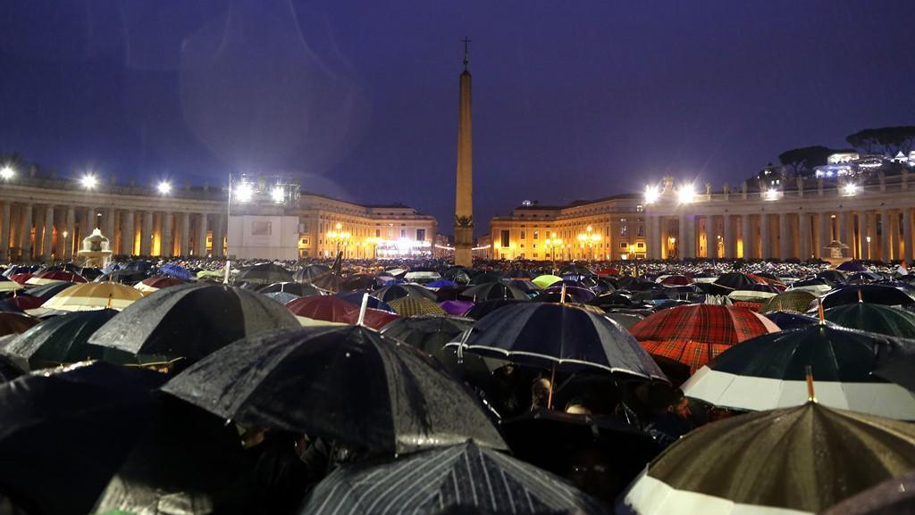 Svatopetrské náměstí čeká na nového papeže