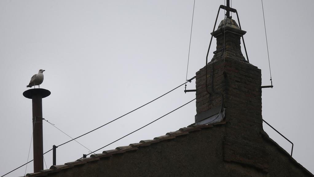 Křesťanský svět sleduje komín Sixtinské kaple