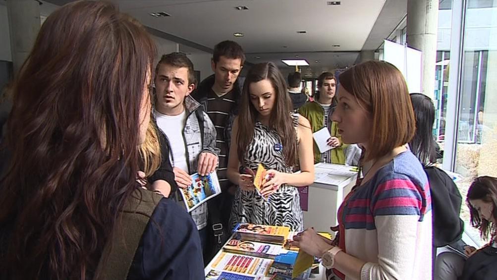Studenti na veletrhu Jobfair