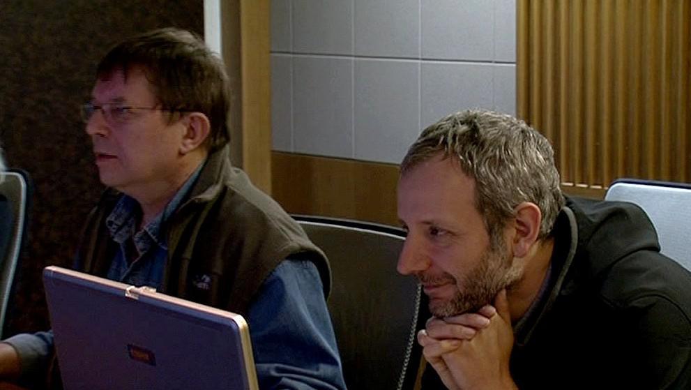 Režisér Ladislav Cmíral (vpravo) při natáčení AZ-kvízu
